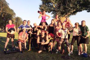 Gruppe von Sportlern beim Outdoor Training