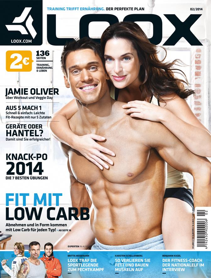Coverbild Mcfit Loox Magazin nackter Oberkörper Mann mit Frau auf dem Rücken
